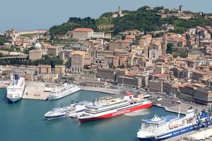 Porto di Ancona chiuso a bici e monopattini. Polemiche sull'ordinanza